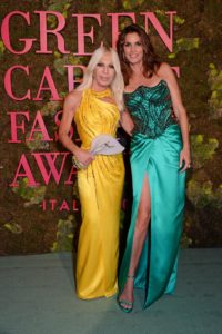 versace donatella x cindy crawford, green carpet award, sustainable fashion green fashion
